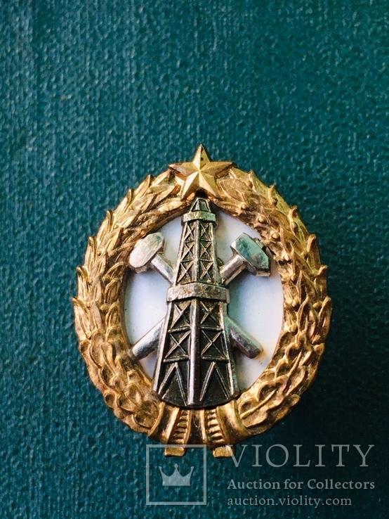 Ромб (знак)  Нефтяного института.