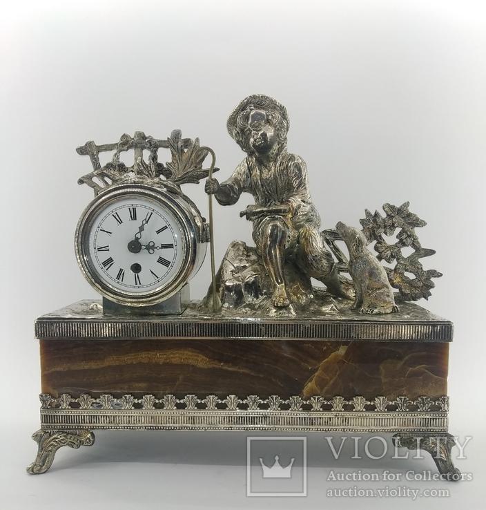 Механічний камінний годинник посріблений