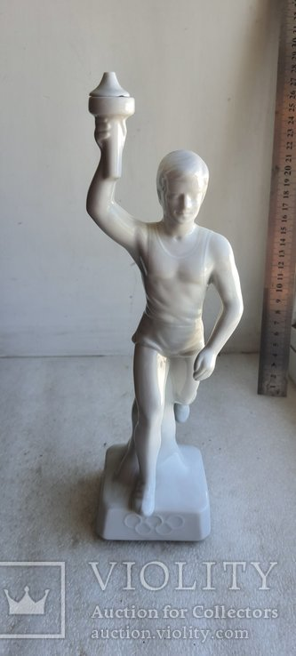 Статуэтка Факелоносец Германия довоенная Олимпиада Мюнхен, фото №2