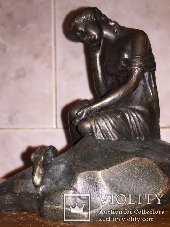 Девушка на камне, фото №3