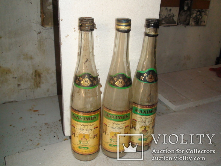 Бутылки коньячные.