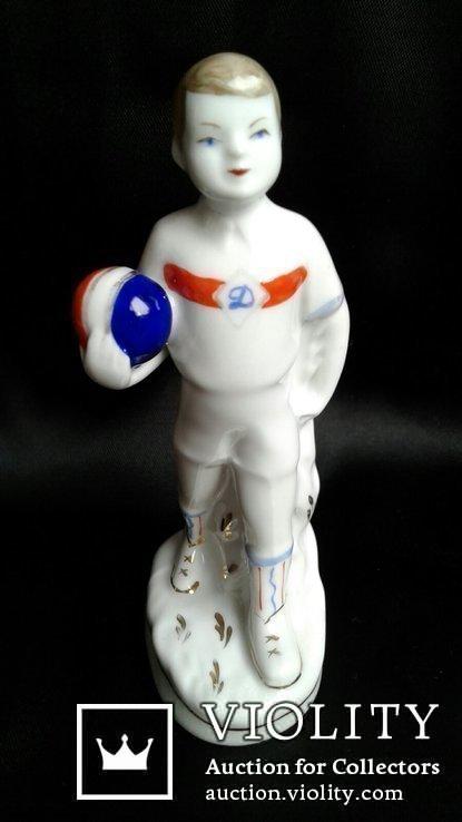 Фарфоровая статуэтка Юный динамовец. М. Интизарян. Барановка, фото №2