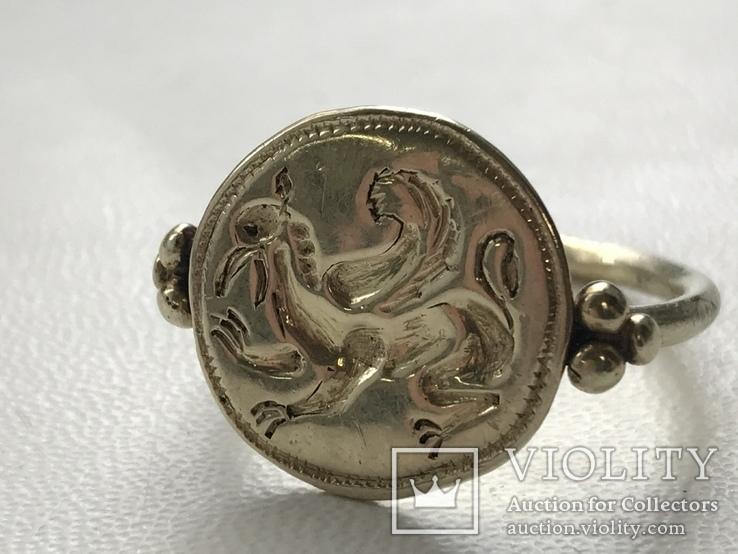 Золотой перстень с грифоном, фото №3