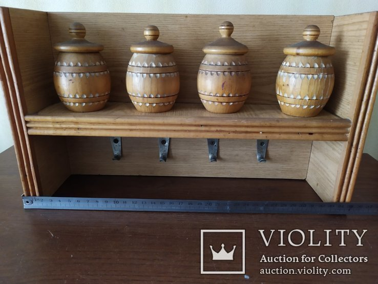 Кухонная полочка с емкостями для специй и крючками для полотенец, фото №2