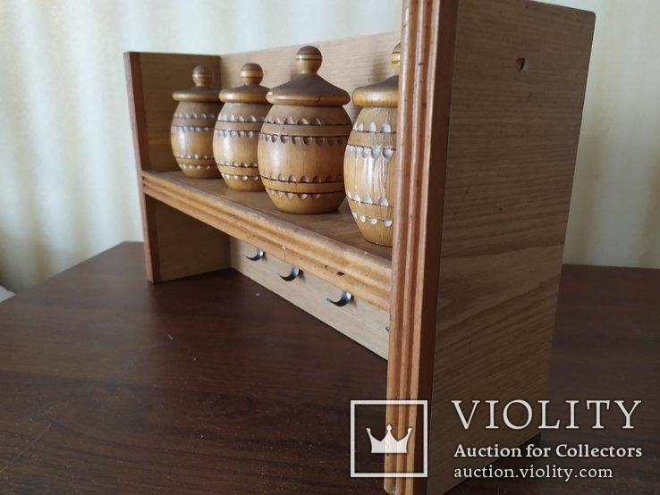 Кухонная полочка с емкостями для специй и крючками для полотенец, фото №8