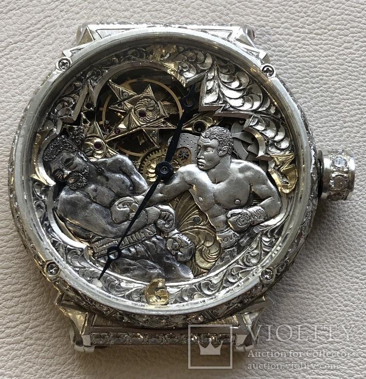 Часы в оригинальном дизайне, серебро