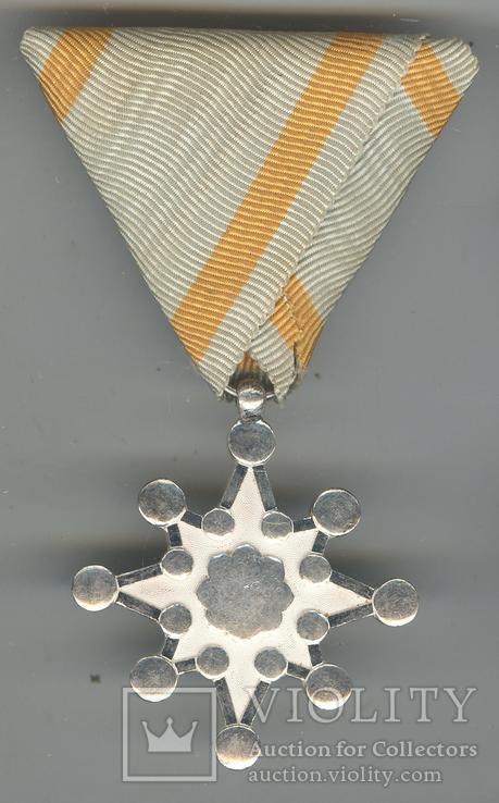 Орден священного Сокровища 8-й ст.