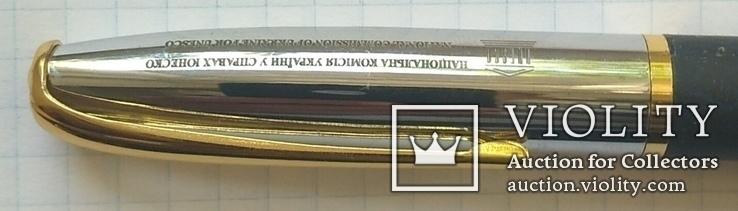 Ручка делегату Комиссии  Украина у делах Юнеско, фото №3