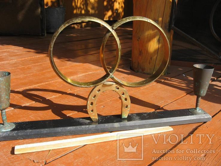 Обручальные кольца с бокалами на подставке, фото №3