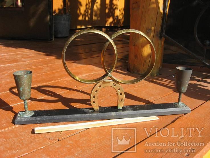 Обручальные кольца с бокалами на подставке, фото №2
