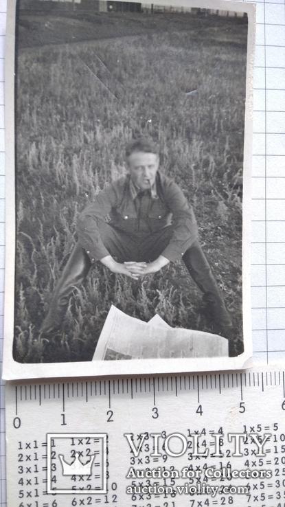 Офицер с трубкой и газетой до 1943 года, фото №2