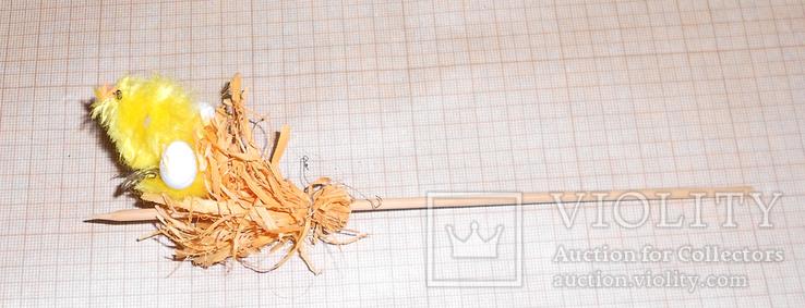 Циплёнок на гнезде на палке, фото №2