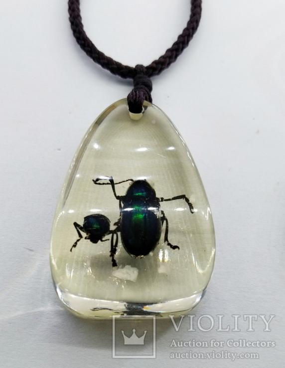 Кулон жуки в эбоксидке, на шнурке, фото №3
