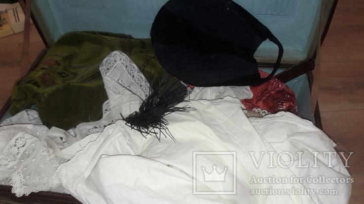 Лот старинной одежды чепчик кружево скатерки и тд