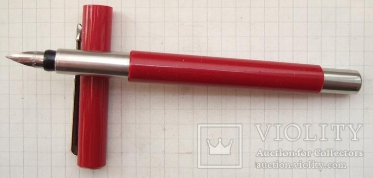 Parker Vector Standart Red, made in UK.  Пишет мягко и насыщенно.