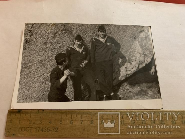 Три моряка возле горы, фото №2