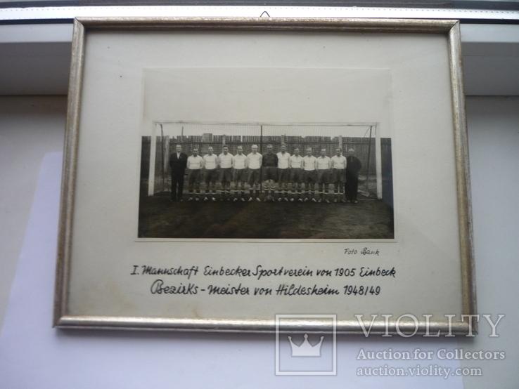 Старая фотография футбольной команды подписи тренеров