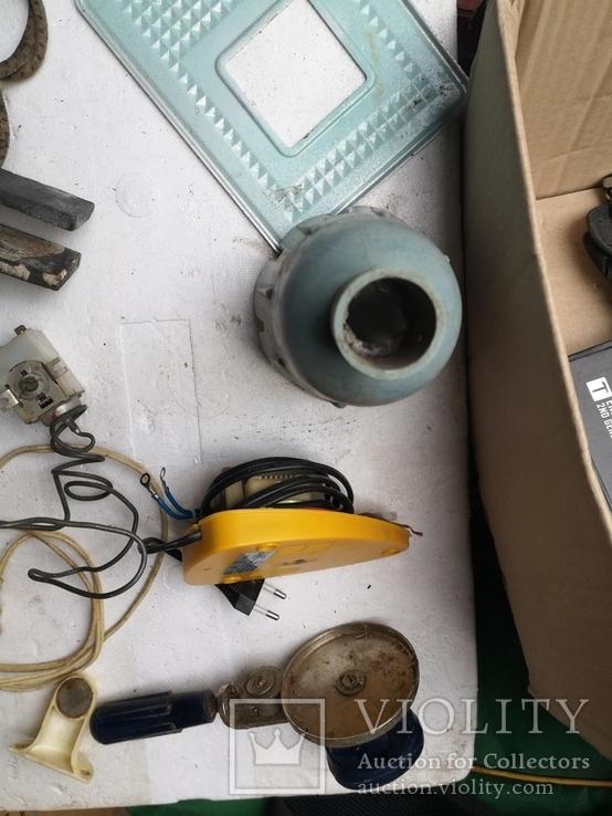 Уборка гаража разные предметы шнуры ключ плодообрыватель подкладка, фото №13