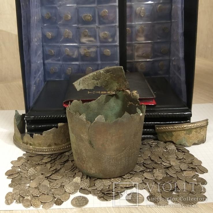 Два Алтына и около 1200 чешуек в серебряном стакане. ( см. фото в коментариях к лоту).