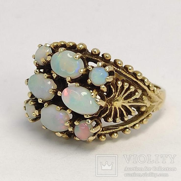 Золотое кольцо с натуральными опалами