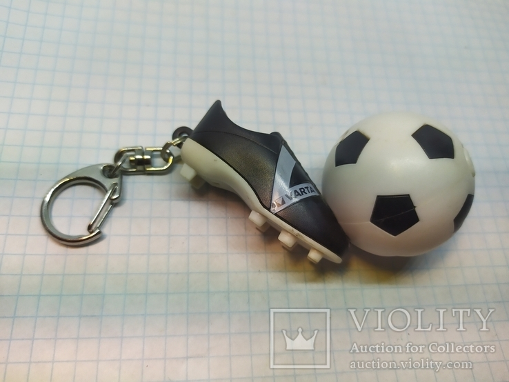 Брелок футбольный бутс с мячом. Свет (9.20), фото №2