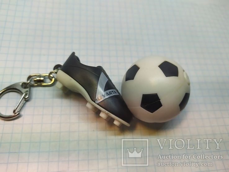 Брелок футбольный бутс с мячом. Свет (9.20), фото №3