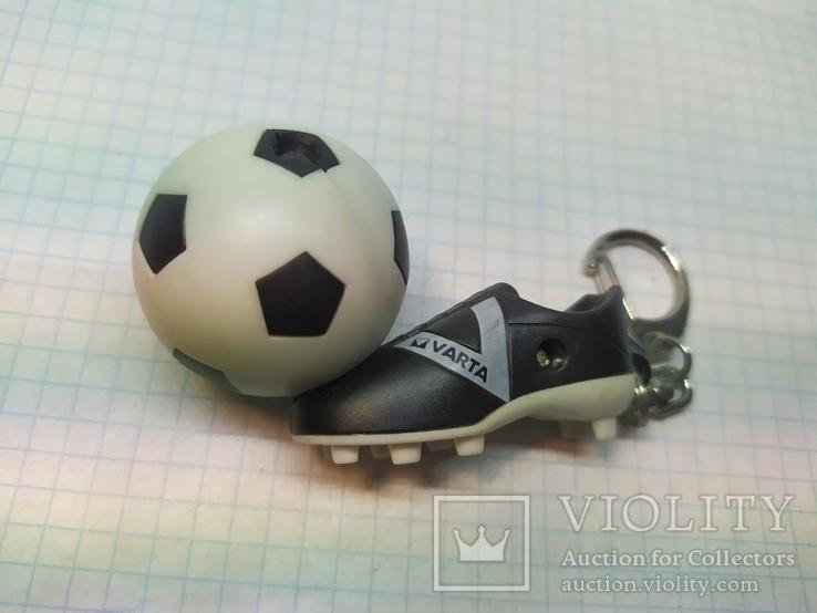 Брелок футбольный бутс с мячом. Свет (9.20), фото №7