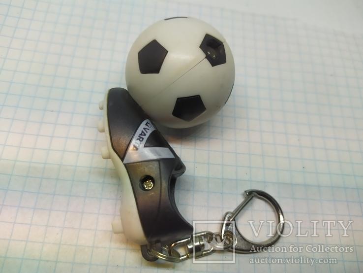 Брелок футбольный бутс с мячом. Свет (9.20), фото №8