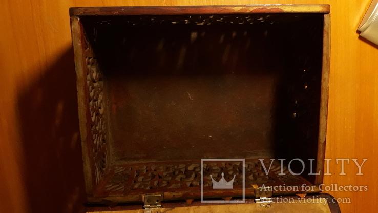 Деревянная шкатулка потомственной модистки. Пуговицы, пряжки,шпульки, крючки и пр. 1964 г, фото №9