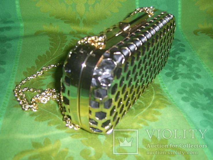 Сумочка на цепочке с позолоченным каркасом, фото №3