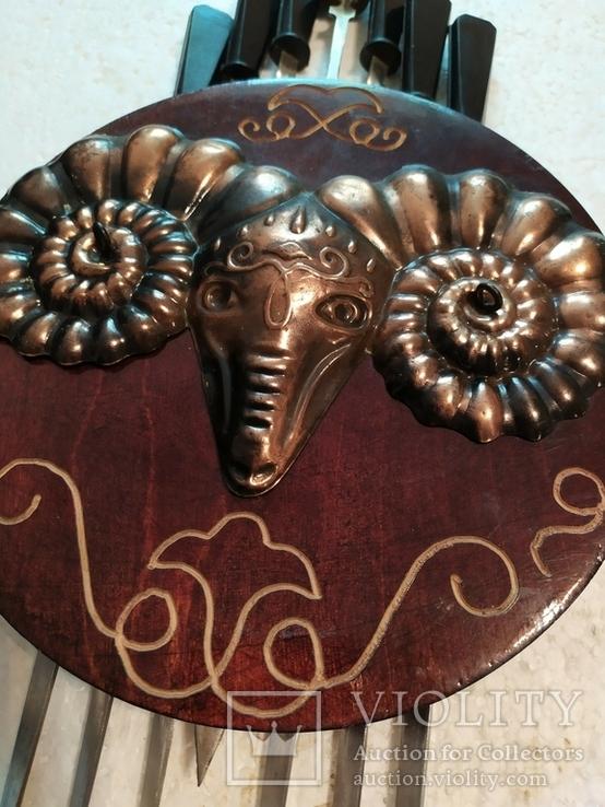Шампура в настенном панно с чеканкой-головой барана, фото №3