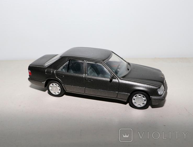 Модель Mercedes benz E320 herpa model 1:43 раритет, фото №2