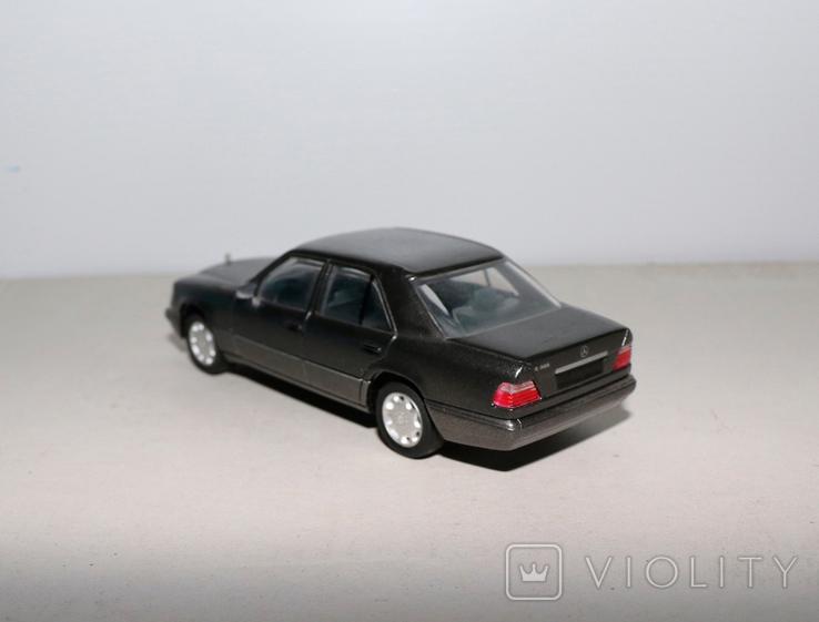 Модель Mercedes benz E320 herpa model 1:43 раритет, фото №4