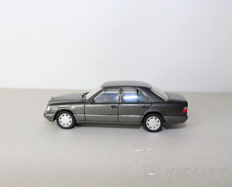 Модель Mercedes benz E320 herpa model 1:43 раритет, фото №5