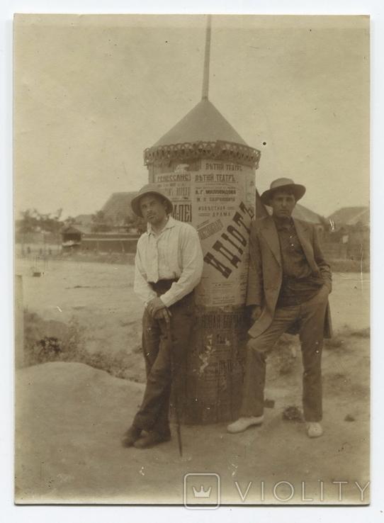 Актеры возле тумбы с афишами. Слева – актер Александр Жигачев.