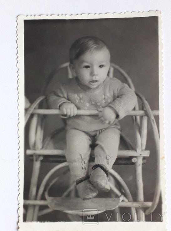 "Фотография ""На стульчике "" (7.8*11.8), фото №2"
