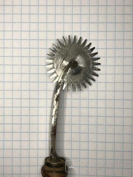 Старинный разметочный инструмент для обработки кожи, фото №5