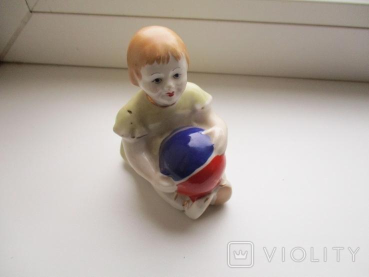 Фигурка девочки с мячом, фото №2