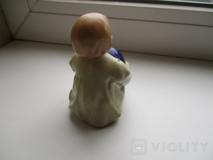Фигурка девочки с мячом, фото №4