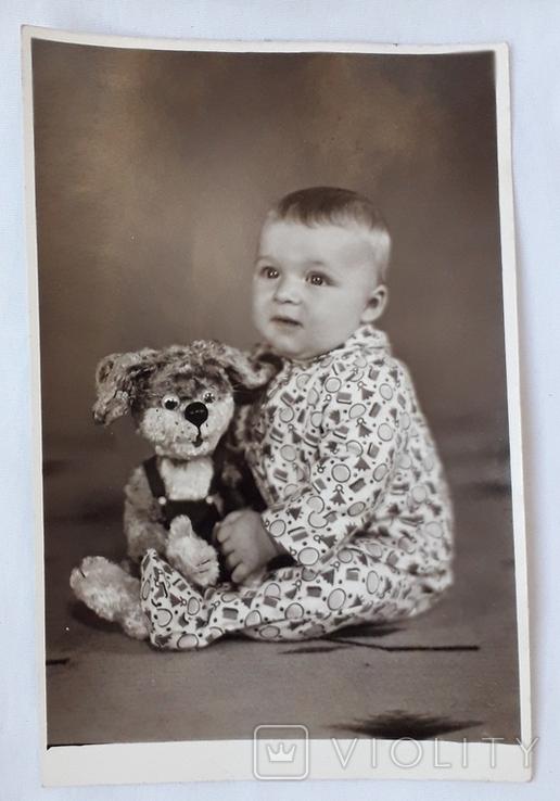 Мальчик с игрушкой  (11.5*17.5), фото №4