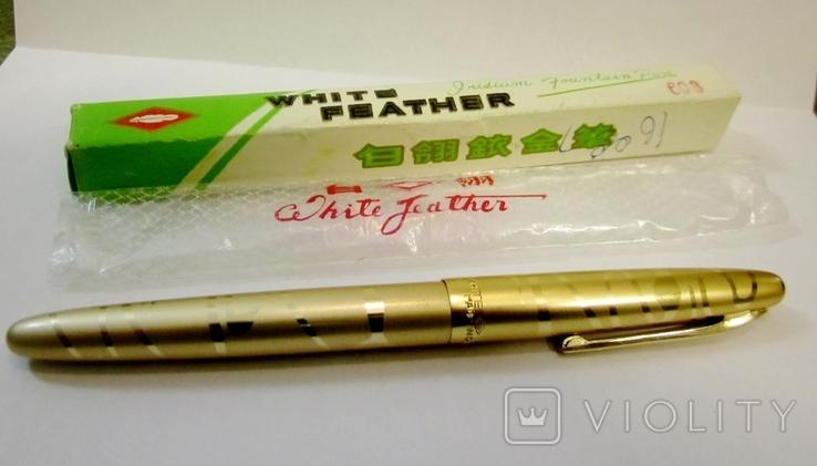 Ручка с золотым пером  White Peather Iridium fountain Pen