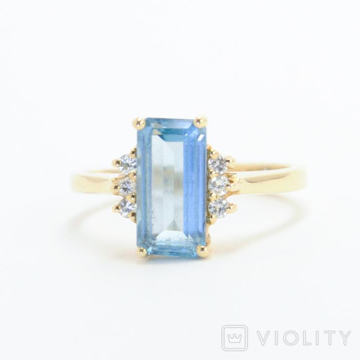 Золотое кольцо с натуральным топазом и бриллиантами
