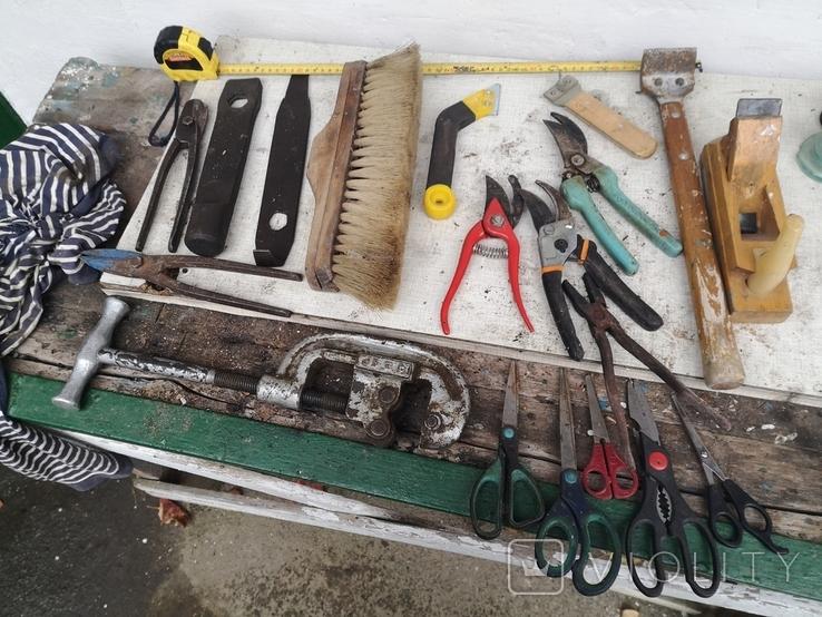 Уборка гаража инструменты рубанок ножницы, фото №3