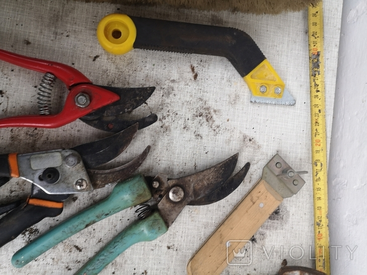 Уборка гаража инструменты рубанок ножницы, фото №8