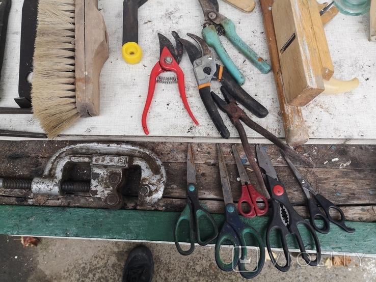 Уборка гаража инструменты рубанок ножницы, фото №10