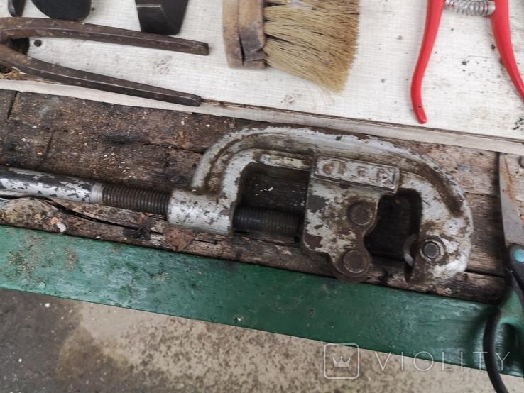 Уборка гаража инструменты рубанок ножницы, фото №13