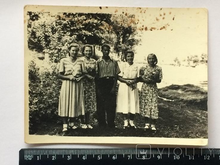 Потому что на 10 девчонок по статистике 9 ребят! СССР, фото №2