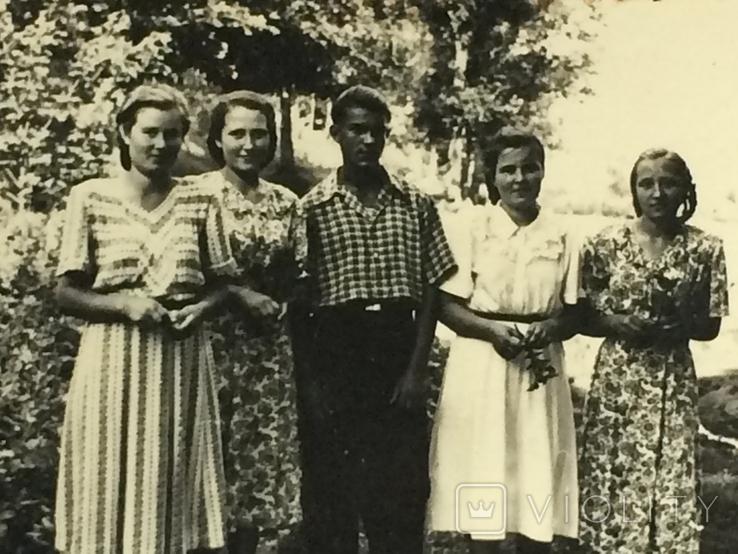 Потому что на 10 девчонок по статистике 9 ребят! СССР, фото №3