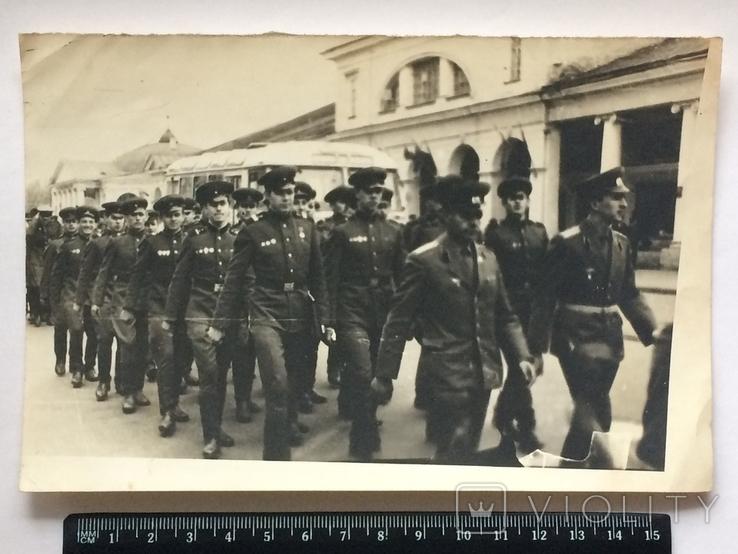 Военнослужащие СССР на марше в парадной форме., фото №2