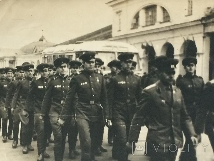 Военнослужащие СССР на марше в парадной форме., фото №3
